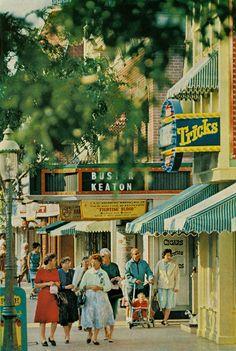 Vintage Disneyland - Notice the dresses - kinda neat!