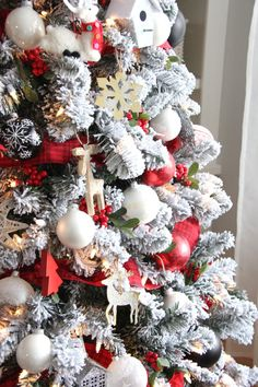 secrets of the seasons - Red And White Christmas Tree Decorations Ideas