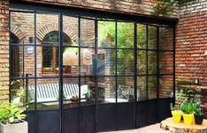 Puerta Plegable De Hierro Y Vidrio Repartido Presupuestos   Mercado Libre Glass Fence, Glass Door, Crittal Doors, Ideas Terraza, Modern Conservatory, Bungalow Extensions, Black Window Frames, Steel Doors And Windows, Brick Design