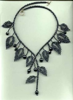 Leaves Necklace tutorial by andrea Seed Bead Jewelry, Bead Jewellery, Beaded Jewelry, Handmade Jewelry, Seed Beads, Fuse Beads, Beaded Necklaces, Bead Earrings, Seed Bead Tutorials