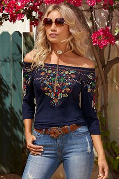 Sommer 2019 Outfit Mode für Damen: Your autumn day begins in this soft and sensuous knit top that skims your curves. Look Fashion, Fashion Outfits, Womens Fashion, Fashion Tips, Mexican Fashion, Mexican Outfit, Casual Outfits, Cute Outfits, Look Boho