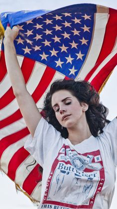 Very Americana. Could also be a scarf not flag Lana Del Rey Ride, Lana Del Ray, Her Music, Good Music, Lana Del Rey Pictures, Desenho Harry Styles, Elizabeth Woolridge Grant, Indie, Miss Girl