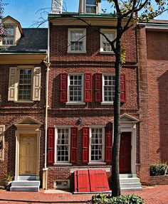 townhouse by Ron Horloff Vernacular Architecture, Classic Architecture, Victorian Architecture, Chinese Architecture, Brownstone Homes, Townhouse, American Shutters, Classic Building, Cute House