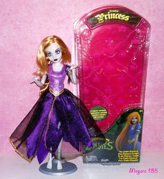 2014 Rapunzel Princess Zombies | Her story : Her accessories… | Flickr