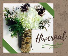 Un bouquet hivernal pour un mariage sous les flocons... romantique n'est-ce pas? Bouquets, Place Cards, Creations, Place Card Holders, Table Decorations, Home Decor, Wedding Bouquet, Flakes, Romantic