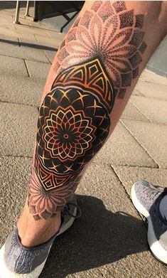 75 Tatuagens Geométricas Masculinas e Femininas - TopTatuagens Planet Tattoos, Life Tattoos, Body Art Tattoos, Tattoos For Guys, Full Tattoo, Cover Tattoo, Eagle Tattoos, Tribal Tattoos, Mandala Sun Tattoo