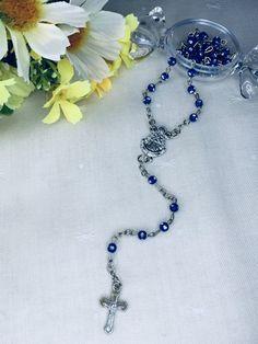 Rosario de la Virgen del Rocío. Materiales: acero. 3,99€ #virgendelrocio #souvenirs #rosario #rosarios #regalos Hand Fans, Rosaries, Steel, Souvenirs, Blue Nails, Presents