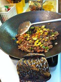 Ever tried cooking a Latin dish in a wok? Here's Wok Picadillo...