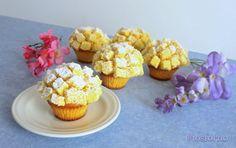 I cupcakes mimosa sono la mia versione monoporzione della classica Torta Mimosa, dolce tipico preparato in occasione dell'8 marzo, Festa della donna. La to