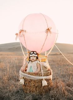 28 ideas for children photography props diy hot air balloon Photography Props Kids, Balloons Photography, Balloon Pictures, Baby Pictures, Diy Hot Air Balloons, Baby Balloon, Foto Baby, Birthday Numbers, Birthday Pictures