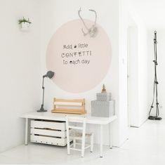 Kleurencirkel op de muur- love it