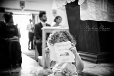 I bambini e i matrimoni in chiesa: un'accoppiata irresistibile!  <3 1000 modi per vincere la noia :D #FotoMarilenaManna #love #emotion #weddingphotographer #FotografadiMatrimonio #vivaibambini #momentibuffi #scattispontanei www.marilenamanna.it