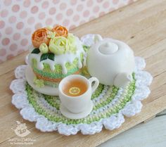 A set of miniature foods for Dollhouse and dolls. Cake on a