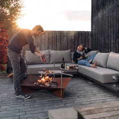 A traditional fire place symbolises cosiness and heat. Now take it outside with the Trible Fire Bowl. Made of massive steel, the simple and functional design, resembles archaic heat sources. Transform your garden or terrace into one cosy fire place and re Pallet Furniture, Outdoor Furniture Sets, Outdoor Decor, Outdoor Pergola, Industrial Furniture, Ideas De Piscina, Terrasse Design, Fire Basket, Gardens