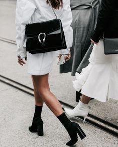 2019 Trends Balmain x Vogue Casual Look, Look Chic, Casual Chic, Street Style Inspiration, Inspiration Mode, Womens Fashion Online, Latest Fashion For Women, Style Outfits, Fashion Outfits