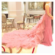 . 《ドレス試着》《カラードレス》 このドレス💗 なんとなく着てみたけれど着てみたら大好き!! このドレスの虜になってしまいました😨💘💘 ただ、私が着ると残念…😭 もっとウエストにキュッとくびれを付けて、二の腕細くして…色々頑張らねば💪✨ 今日はこれから仕事終わりの彼と待ち合わせて式場の第1回目の打ち合わせに行って参ります❗️宿題持ったし準備🆗👌 . Tulle, Wedding Dresses, Skirts, Fashion, Gowns, Bride Dresses, Moda, Bridal Gowns, Skirt