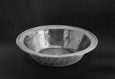Pewter Bowl - Diameter: 16,5 cm (6,5″) - Height: 3,5 cm (1,4″) - Food Safe Product - #bowl #pewter #catinella #ciotola #scodella #bacinella #peltro #zinnschüssel #schüssel #zinn #étain #etain #peltre #tinn #олово #оловянный #tableware #dinnerware #table #accessories #gifts #giftware #home #housewares #decor #design #bottega #peltro #GT #italian #handmade #made #italy #artisans #craftsmanship #craftsman #primitive #vintage #antique