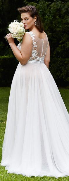 Pin for Later: 14 Gorgeous Wedding Gowns For Plus-Size Women
