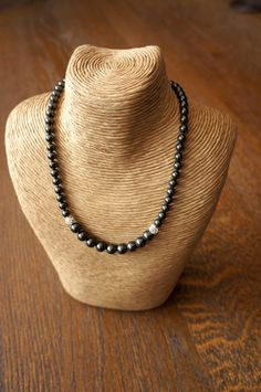 Black Pearl Necklace Swarovski Pearl by Makewithlovecrafts on Etsy Swarovski Jewelry, Swarovski Pearls, Birthday Gemstones, Pearl Necklace, Beaded Necklace, Pearl Gemstone, Silver Roses, Bridal Accessories, Beautiful Necklaces