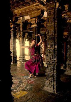 Más bharatanatyam