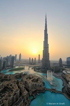 Khalifa Tower in Dubai Unusual Buildings, Amazing Buildings, Dubai Architecture, Amazing Architecture, Dream Vacations, Vacation Spots, Wonderful Places, Beautiful Places, Voyage Dubai