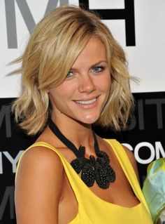 Brooklyn Decker - love this outfit.....and how do I get that wave in my hair???