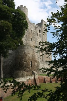 Rochester Castle - been there! This one reminds me of the old old Robin Hood TV episodes.