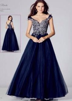 b57c96584e6 42 Best Prom Dresses images