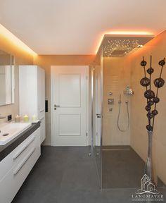 Badezimmer: Moderne Badezimmer Von Langmayer Immobilien U0026 Home Staging