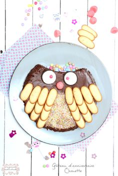 Un chouette gâteau d'anniversaire Baby Birthday, Birthday Cake, Funny Cake, Edible Food, Food Food, Food Crafts, Creative Food, Tray Bakes, Kids Meals