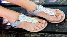 Reif für die Sandale: Mit gepflegten Füßen kann der Sommer kommen.