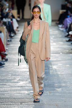 Adiós, joggineta: la silueta pandémica se viste de traje / Blocdemoda.com   Cultura Moda Look Fashion, Paris Fashion, Runway Fashion, High Fashion, Fashion Show, Fashion Trends, Fashion Week, Vogue Paris, Smart Outfit