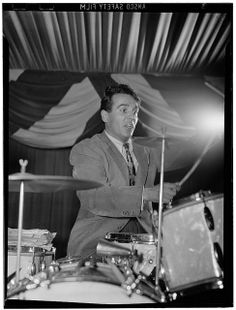 "Eugene Bertram ""Gene"" Krupa (January 1909 – October was a Polish-American jazz and big band drummer/leader and composer, known for his highly energetic and flamboyant style. Jazz Artists, Jazz Musicians, Music Stuff, My Music, Soul Music, Trommler, Illinois, Vintage Drums, Jazz Club"