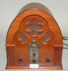 Vintage Thomas Collections Edition Wooden Radio!