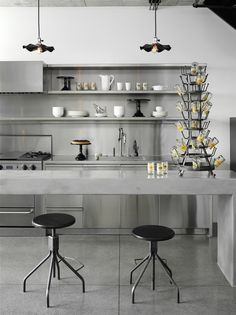Monochromatic kitchen: all gray , http://www.interiordesign-world.com/kitchen/monochromatic-kitchen-all-gray/