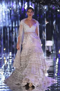 Glam-Chic Manish Malhotra Braut-Kollektion bei 2017 India Couture Week Fashion Show , , Sammlung, Indian Dresses, Indian Outfits, Manish Malhotra Bridal Collection, Lehenga Indien, Bollywood, Indian Party Wear, Indian Wear, Party Wear Lehenga, Anarkali