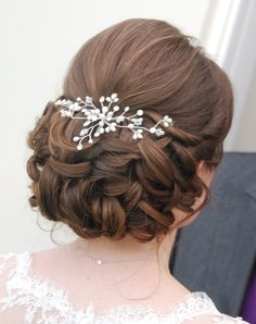 Wedding Hair Half, Wedding Hair And Makeup, Wedding Hair Accessories, Hair Makeup, Up Dos For Medium Hair, Medium Hair Styles, Bun Hairstyles, Wedding Hairstyles, Communion Hairstyles