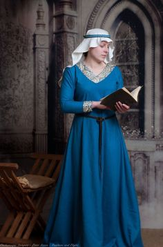 Medieval dress 12-13th century - love this style, so simple and elegant.  Love the blue, too!