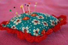 Speldenkussentje - 2 lapjes stof naaien en haken