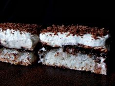 CAIETUL CU RETETE: Prajitura cu cocos, crema de vanilie si ness Romanian Food, Something Sweet, Cakes And More, Tiramisu, Food And Drink, Sweets, Cookies, Eat, Ethnic Recipes
