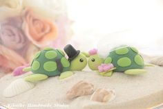 turtle wedding cake toppers @Allison j.d.m j.d.m j.d.m Boothe They look like Pepito!