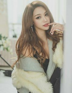 Sovely 💗💗 #sovely Korean Model, Asian Beauty, Natural Beauty, Cute Girls, Asian Girl, Korean Fashion, Fur Coat, Art Girl, Womens Fashion