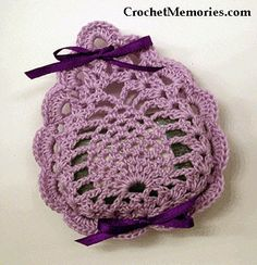 Soft Pineapple Soap Holder free pattern // Our pretty soap holder is the perfect accessory for the bath. Quick to work up using Luster sheen for a soft finish with beautiful results. It also makes a great addition to a bath basket too! Crochet Sachet, Crochet Dishcloths, Crochet Gifts, Crochet Motif, Crochet Doilies, Crochet Flowers, Free Crochet, Crochet Kitchen, Crafts