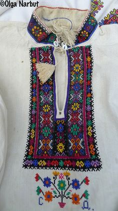 PREKRASA: Яскрава вишивка Західної України. Ukrainian embroidery, Ukrainian traditional clothing, Ukrainian patterns