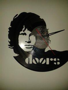 The Doors. Reloj de pared en disco de vinilo. Hecho a mano. Francisco Vitale. Antofagasta, Chile. Facebook: Vinilos Para Siempre