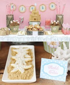 20 food & decor ideas for a beach-themed party - 17. Starfish cookies on sand Starfish butter cookies laid on crushed crackers.