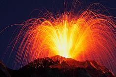 日本櫻島火山噴發現火山閃電奇景