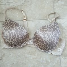 Leopard print with lace detailing bra Tan/nude colored lightly lined with underwire bra. Sexy lace sides and details on straps. Good condition. Loved gently and cared for well. Jennifer Lopez Intimates & Sleepwear Bras