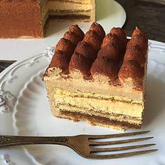 Не буду долго тянуть, и покажу свой новый торт, тем более, что уже попробовала его😄 Карамель-мокко по рецепту любимой Веры @vera_nika37. В составе миндальный бисквит Джоконда, пропитанный кофейным сиропом, шоколадное кремю с бобами тонка, карамельный крем с маскарпоне и кофейный мусс. Несмотря на кажущуюся сладость, торт сбалансированный и не приторный. Думаю, понравится очень многим, особенно любителям классических сочетаний и тем, кто не жалует фруктовые торты с кислинкой. Отличный…