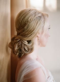 Beautiful bridal hair accented with a delicate braid. My Hairstyle, Fancy Hairstyles, Bride Hairstyles, Hairstyle Wedding, Wedding Hair And Makeup, Bridal Hair, Hair Makeup, Wedding Hair Inspiration, Bridesmaid Hair